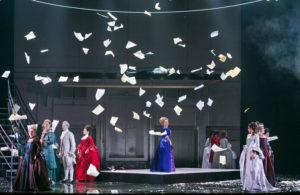 Briefe der Marquise fallen auf die Bühne
