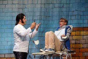 Peter Floch als Zahnarzt und Denis M. Rudisch als Seymour im kleinen Horrorladen Kaiserslautern