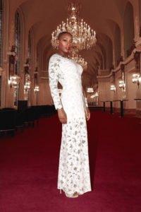 Aisata Blackman in weiß