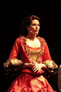Beatrix Reiterer als Königin Anna