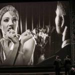 Schwarz-Weißer Hollywood-Himmel an der Wiener Volksoper
