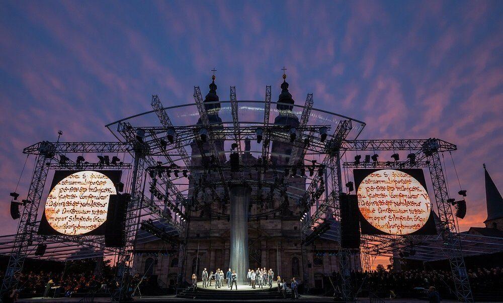 BONIFATIUS - DAS MUSICAL: Bühnenbild auf dem Domplatz Fulda