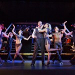 Billy Flynn mit dem Ensemble