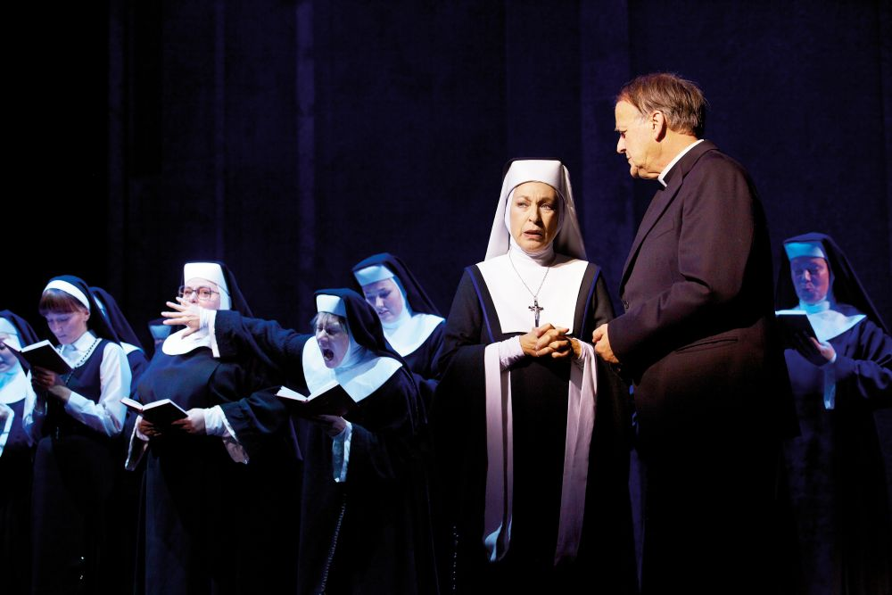 Daniela Ziegler als Mutter Oberin in SISTER ACT