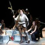 DER MANN VON LA MANCHA: Don Quixote kämpft furchtlos in der Wiener Volksoper
