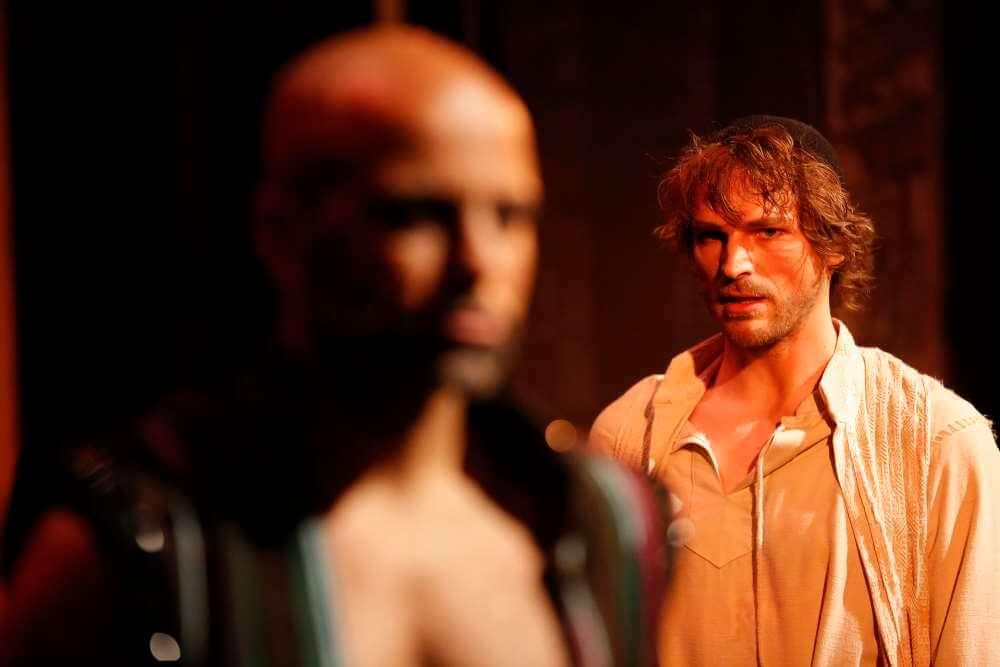 Andreas Wolfram als Karim und Friedrich Rau als Rob Cole