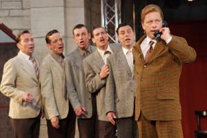 Die Comedian Harmonists bekommen ihre erste Chance als Pausenfüller