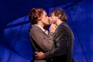 DIE SCHATZINSEL - Louis (Friedrich Rau) und Fanny (Anna Thorén)