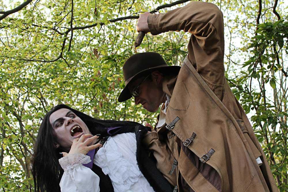 Szene Dracula und Van Helsing