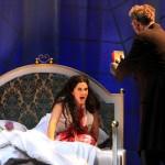 van Helsing drängt Lucy zurück