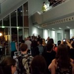 Die Zuschauer singen ein Abschiedslied