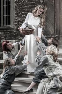 Elisabeth mit Bettlern
