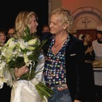 Blumenübergabe und Lob an Barbara Döring durch Chris Murray