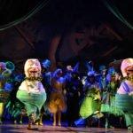 Elphaba, Glinda und Ensemble