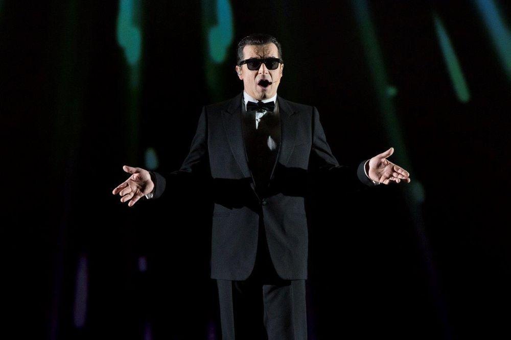 Falco singt