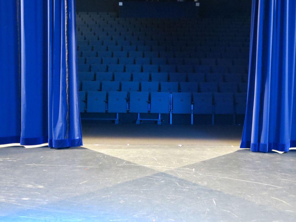 First Stage Vorhang