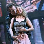Ariel Moore und Chuck Cranston tanzen