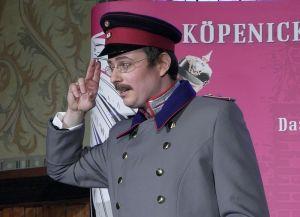 Maximilian Nowka als Wilhelm Voigt