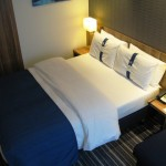 Holiday Inn Express Hamburg Zimmer lila