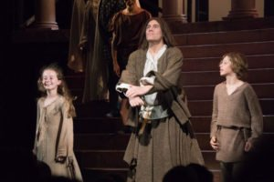 Johanna und Johannes mit dem Vater