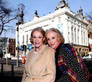 Die Kessler Zwillinge vor dem Stage Theater des Westens