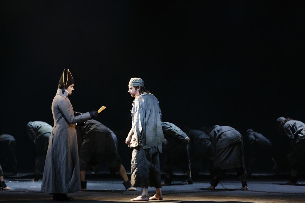 Valjean erhält den Bewährungsschein von Javert