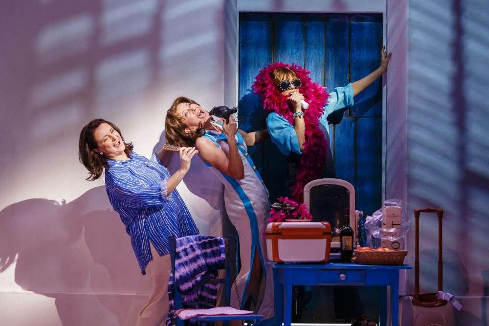 Mamma Mia Donna and the Dynamites 2
