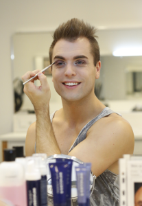 Marcel Brauneis beim MakeUp Workshop der AIDA Cruises