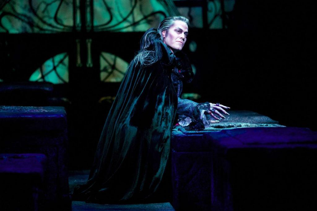 Mark Seibert als Graf von Krolock