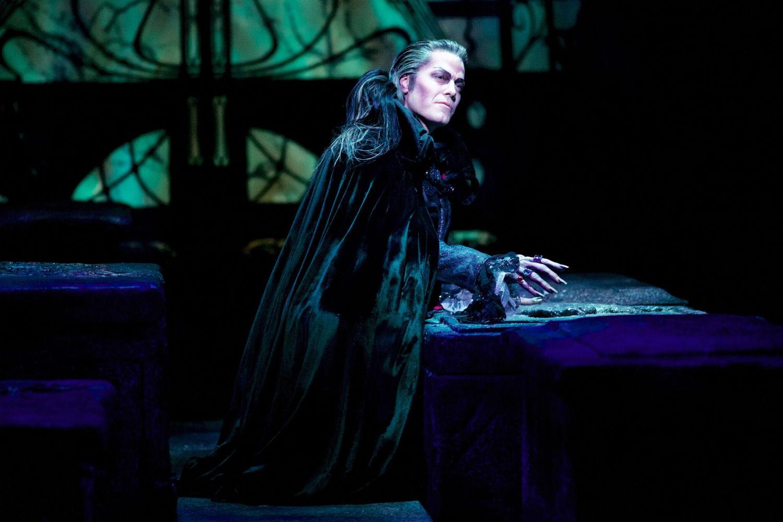 Stuttgarter Vampire Tanzen Jetzt Mit Mark Seibert Musical1