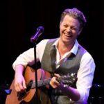 Mark Seibert an der Gitarre