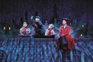 Mary Poppins, Bert, Jane und Michael auf dem Dach