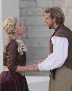 Haben die große Liebe gefunden: Constance (Franziska Schuster) und D'Artagnan (Merlin Fargel) ©Hillebrecht/Die Foto-Maus