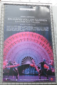 """Werbeplakat von """"LAa Cage aux folles"""" in Bonn"""