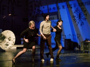Carin Filipcic, Christopher Ryan und Kathrin Hanak spielen Rent am Theater Trier