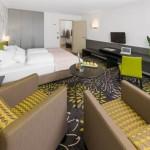 SI Suites Hotel Stuttgart Zimmer gelb
