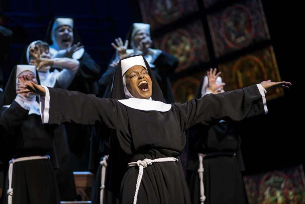 Sister Act Deloris singt