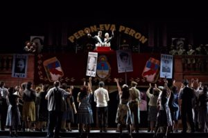 Ein Szenenbild des Musicals Evita in Darmstadt