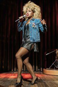 Kirstina Love als Tina Turner