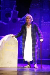 Ebenezer Scrooge am eigenem Grab